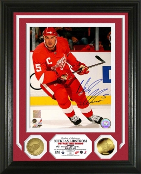 Nicklas Lidstrom Autographed Gold Coin Photo Mint