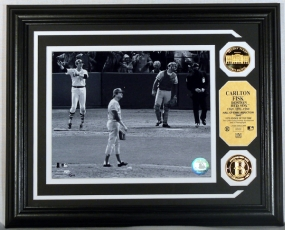 Carlton Fisk Gold Coin Photo Mint w/two 24KT Gold Coins